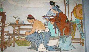 """Mẹ của Nhạc Phi xăm 4 chữ """"tận trung báo quốc"""" lên lưng con trai. (Ảnh qua travelerfolio.com)"""