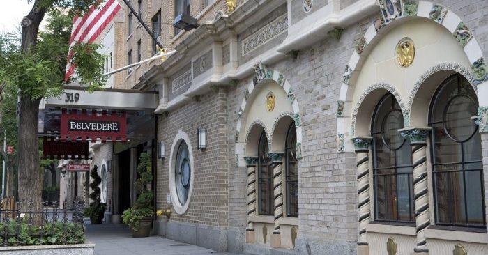 Trái ngược với phong cách kiến trúc hiện đại gồm những khối nhà hình hộp và tòa nhà chọc trời, một số người phương Tây nhận ra rằng họ bỏ quên sự mềm mại và đầy nghệ thuật ở những di sản kiến trúc truyền thống của cha ông. (Ảnh qua hipmunk.com)