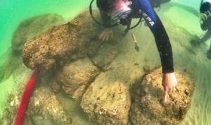 Di tích của pháo đài Dor chìm dưới nước nằm ở bờ biển phía nam Levantine của Israel. (Ảnh qua Ancient Origins)