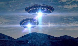 Nhiều nhà khoa học đã thử đưa ra các giả thuyết về phương pháp di chuyển của các UFO. (Ảnh qua Snopes.com)