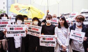 Agnes Chow (Chu Đình), một nhà hoạt động từ Hồng Kông, đang cùng các sinh viên du học tham gia một cuộc biểu tình tại thủ đô Đông Kinh, Nhật Bản ngày thứ Tư, 12/6/2019