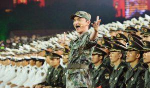 Màn đồng diễn của đội tuyển quân đội Trung Quốc tại lễ khai mạc.