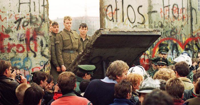 Bức tường Berlin là lịch sử. Nó đã dạy chúng ta: Không có bức tường nào có thể ngăn cản con người và hạn chế sự tự do, cho dù nó cao hay lớn như thế nào đi nữa
