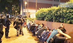 Rất nhiều sinh viên Đại học Bách khoa Hồng Kông sau khi tự nguyện ra khỏi trường liền bị cảnh sát bắt giữ.