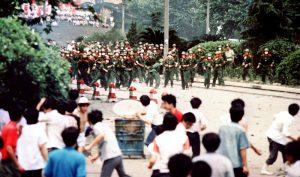 ĐCSTQ sử dụng quân đội đàn áp đẫm máu phong trào dân chủ tại quảng trường Thiên An Môn ngày 4/6/1989.