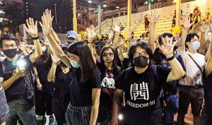 """""""Luật cấm che mặt"""" cho thấy nỗi sợ hãi của ĐCSTQ, chính quyền tàn bạo là nguồn gốc của bất ổn."""