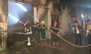 Cháy lớn tại công ty giày da Đỉnh Vàng-ảnh 1