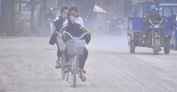 Chủ tịch thành phố cho rửa đường để giảm ô nhiễm không khí-ảnh 2