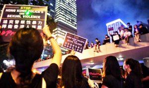 Người biểu tình Hồng Kông trong phong trào phản đối dự luật dẫn độ, phản đối cảnh sát dùng bạo lực.
