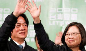 Tổng thống Đài Loan Thái Anh Văn và ông Lại Thanh Đức (William Lai), phó tổng thống tranh cử, sau chiến thắng ngày 11/01/2020, bên ngoài trụ sở của đảng Dân Tiến tại Đài Bắc.