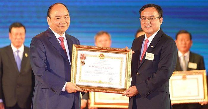 Nợ gần 218.000 tỷ đồng, phải mua điện từ TQ nhưng vẫn 'thừa' để bán 1 tỉ kWh cho Campuchia