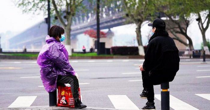 Trong số những người bị nhiễm viêm phổi ở Vũ Hán, gần như 60% chưa được phát hiện, bao gồm các trường hợp không có triệu chứng và có ít triệu chứng.