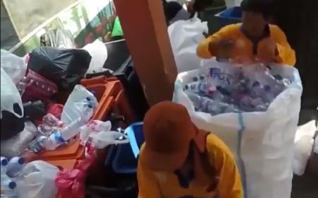 Người dân Indonesia đổi rác thải nhựa lấy vé xe buýt